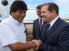 El presidente boliviano es recibido por el gobernador Tião Viana en el aeropuerto Plácido de Castro, Río Branco | Foto Sérgio Vale