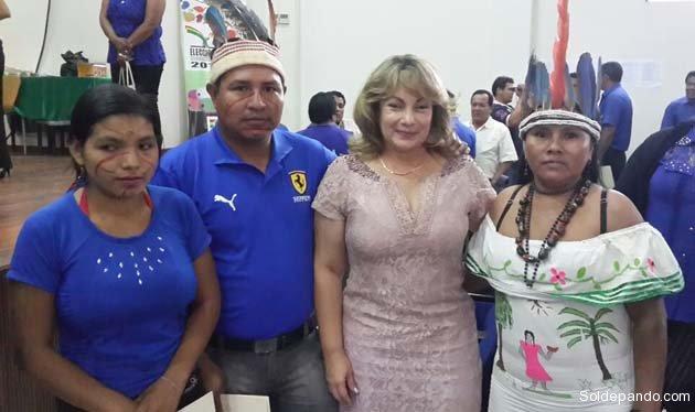 La vicegobernadora Paula Terrazas junto a un legislador y dos legisladoras indigenas de los pueblos Machineri-Yaminahua, Cavineño y Tacana.   Foto GDP