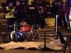 Una víctima mortal que yace tras el ataque en el restaurante Le Petit Cambodge. | Foto AP