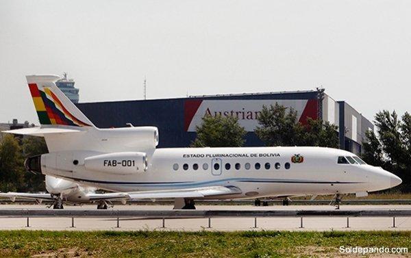 El avión FAB 01, de fabricación francesa, retenido en el aeropuerto de Viena. | Foto AFP