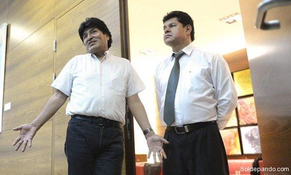 Morales y su Ministro de Defensa retenidos en el aeropuerto de Viena. | Foto EFE