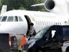El Presidente boliviano ingresa al avión oficial que despegó de Viena al medio dia de este miércoles. | Foto AP