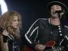Gustavo Cerati con la cantante colombiana Shakira  durante un concierto en Buenos Aires, en esta foto de archivo del 17 de mayo de 2008. | Foto Reuters