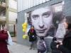 Fans de Gustavo Cerati lo homenajean en Buenos Aires. El músico permanecía internado tras sufrir un accidente cerebrovascular antes de fallecer. | Foto Luciano Thieberger