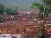 La localidad de Bento Rodrigues, en el municipio de Mariana, cerca a la ciudad de Belo Horizonte, capital del Estado de Minas Gerais, ha quedado completamente inundada por el barro tóxico de una mina de hierro cuyo embalse de desechos colapsó.   Foto EFE