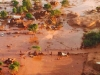La localidad de Bento Rodrigues, en el municipio de Mariana, cerca a la ciudad de Belo Horizonte, capital del Estado de Minas Gerais, ha quedado completamente inundada por el barro tóxico de una mina de hierro cuyo embalse de desechos colapsó.   Foto RT