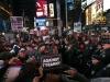 El acoso policial a la manifestación del 25 de noviembre en el Times Square de Manhattan. | Foto Reuters