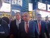 Según la Fiscalía la pintura roja dañó el traje de $us 250 que llevaba puesto en el Jefe de la Policía de Nueva York. | Foto Jeff Rae