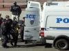 Diego Ibáñez terminó reducido y conducido a un vehículo policial en calidad de arrestado. | Foto Daily News