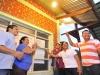 El gobernador Luis Flores llegó a la comunidad Londres, en el municipio de Filadelfia (provincia Manuripi), donde se inauguró la red ampliada de distribución eléctrica de media y baja tensión para dar luz permanente a 35 familias.   Foto Prensa GADP