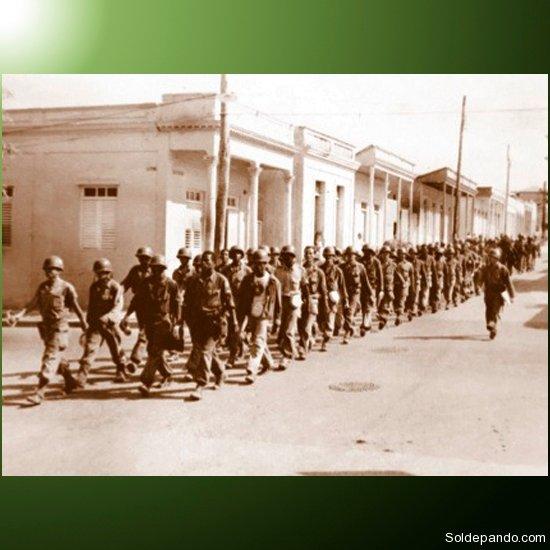 Rendición de los guardias de Batista, en Palma Soriano, diciembre de 1958.