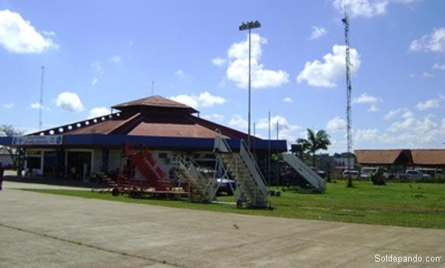 Frontis de la antigua terminal aérea hoy ampliada y remodelada. | Foto archivo