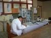 Un médico residente en el Hospital de Cobija revisando los historiales de sus pacientes | Foto Silvia Antelo Aguilar, 2010