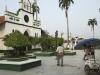 Imagen actual. En el año 2002 la municipalidad eliminó las calles principales de la Plaza Germán Busch y las convirtió en paseos peatonales llenos de floridos jardines. | Foto Silvia Antelo Aguilar