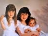 En 1994, en brazos de su hermana mayor Emily de ocho años junto a la segunda hermana Caitlin de cuatro, Brooke de un año parecía un bebé de seis meses.