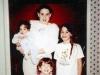 En el año 2000, Brooke de siete años en brazos de Emily de 14, Caitlin de diez y la menor Carly de cuatro.