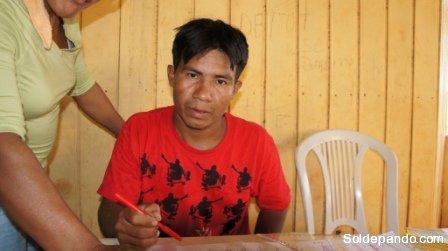 Eduardo Sanjinéz Pareja de la Comunidad Loreto