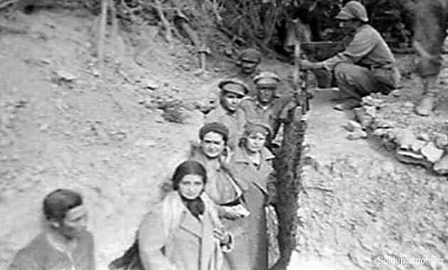 Mujeres bolivianas en las trincheras del Chaco. La conciencia nacional también se forjó en los espíritus femeninos. | Foto Archivo