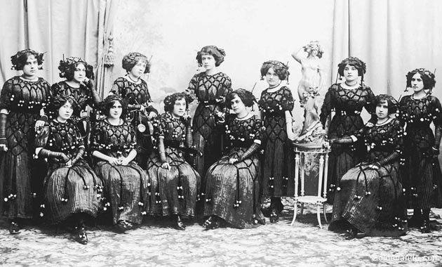 Damas de la élite cochabambina en 1928, antes de la Guerra. | Foto Archivo Rofolfo Torrico Zamudio