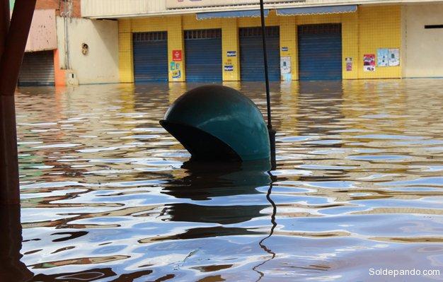 """Porto Velho se declaró municipio en """"Estado de Calamidad Pública"""" debido al desenfrenado desborde del río Madera en la zona de las represas.   Foto ©Rondonia Agora"""