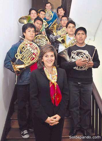 Los maestros venezolanos inculcan las artes entre todos los jóvenes y niños de su país.
