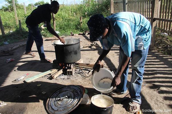 Haitianos passam por necessidades em Iñapari, no Peru. | Foto O Alto Acre