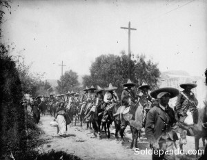 """Bajo el grito de """"Tierra y Libertad"""" las tropas de Zapata tomaron los latifundios."""