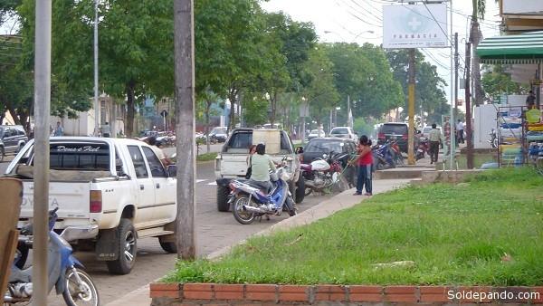 Avenida 9 de Febrero, Cobija. La ciudad podría sufrir cortes de suministro de agua debido a una huelga anunciada en Epsa. | Foto Silvia Antelo Aguilar