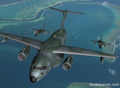 ¿QUÉ ES EL EMBRAER KC-390? El Embraer KC-390 es un proyecto en plena ejecución desde el año 2006, para la fabricación de un avión de transporte militar táctico del tamaño de un Hércules C-130, propulsado por dos motores de reacción y diseñado por la empresa aeroespacial brasileña Embraer. Será la mayor aeronave que la compañía ha fabricado hasta la fecha, capaz de transportar hasta 21 toneladas de carga, incluidos vehículos blindados de ruedas. Es similar en tamaño al C-130J Super Hercules, que tiene capacidad de carga de 19 toneladas. Comenó a ser diseñado en el año 2006. La aeronave incorporará muchas de las soluciones tecnológicas heredadas de la serie Embraer E-Jets. El avión tendrá una rampa trasera para carga y descarga de grandes volúmenes. A principios de marzo de 2008, el gobierno brasileño planeó invertir alrededor de 60 millones de reales (o 33 millones de dólares) en el desarrollo inicial de la aeronave. En mayo de 2008 el congreso brasileño desembolsó 800 millones de reales (440 millones de dólares) para ser invertidos en el proyecto y desarrollo de la aeronave. El precio unitario está estimado en unos 50 millones de dólares,mientras que la competencia vende modelos similares como el C-130J en hasta USD$62 millones. El vicepresidente de Embraer, Luis Carlos Aguilar, dice que de acuerdo a sus estimaciones, cerca de 698 aeronaves de transporte militar en el mundo serán reemplazadas durante la próxima década, y allí hay un mercado potencial para este tipo de avión. Las opciones de motores potenciales han sido estudiadas en el rango de empuje de 75,6 a 98 kN (17.000 – 22.000 libras), incluyendo motores como el Pratt & Whitney PW6000 y el Rolls-Royce BR715.