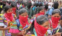 Con una concentración de miles de indígenas en cuatro municipios de Chiapas, el Ejército Zapatista de Liberación Nacional (EZLN) hizo acto de presencia en el escenario público a través de una marcha silenciosa que culminó en total calma. Coincidiendo con el 13 Baktun, fin del último ciclo de poco más de 5 mil años del calendario maya y del solsticio de invierno, este 21 de diciembre las bases de apoyo zapatistas tomaron simbólicamente las ciudades que en 1994, durante el conflicto armado, sitiaron con las fuerzas rebeldes.