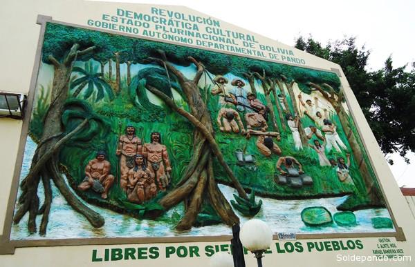 El artista cochabambino José Antonio Arnez Cabrera pintó este mural que narra la gesta del pueblo pandino. | Foto Silvia Antelo Aguilar