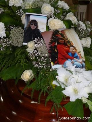 Los restos de la infortunada periodista velados en una funeraria de La Paz.   Foto ABI