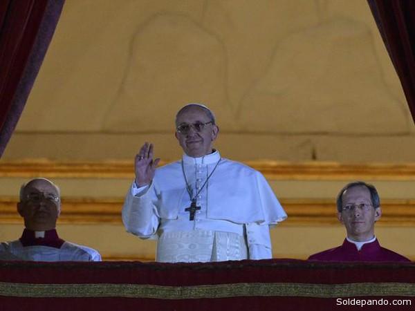 Francisco I, un Papa que emerge en medio de una crisis eclesial y una polémica sobre su nexo con los poderes más conservadores del mundo católico. | Foto AFP