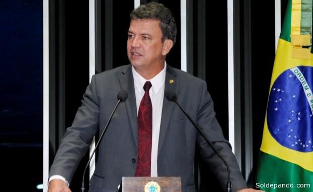 O senador acreano  Sérgio Petecão enviou uma Carta Denuncia Presidente da Comissão de Direitos Humanos de Parlamentares da União Interparlamentar no Equador, pedindo providencias sobre o caso do senador boliviano, Roger Pinto Molino, que se encontra exilado na Embaixada do Brasil em La Paz.