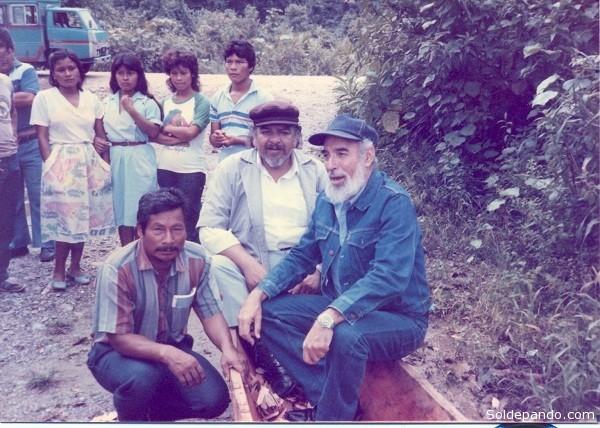 A la derecha el científico cubano Antonio Núñez Jiménez junto a su equipo de expedición.