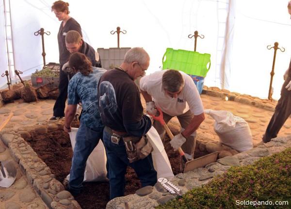 Expertos forenses en Chile exhumaron los restos del escritor chileno Pablo Neruda para intentar determinar con certeza la causa de su muerte, ocurrida poco después del golpe militar de 1973. | Foto AFP