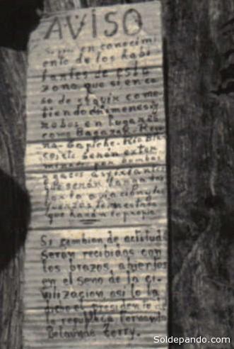 Anuncio clavado por los colonos en una casa matsés. Los matsés no sabían leer. | Foto Survival