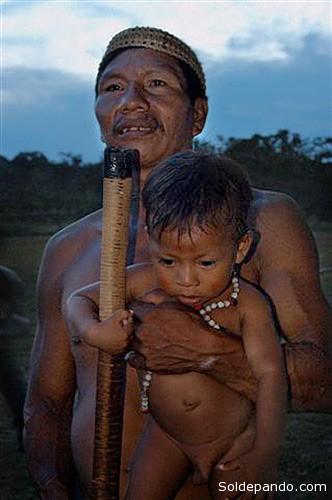 Los últimos indígenas no contactados de la amazonia ecuatoriana.