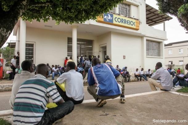 Foram emitidas mais de 1.100 carteiras de trabalho, e atualmente 900 imigrantes, entre haitianos e outras nacionalidades, aguardam uma oportunidade de trabalho. | Foto Angela Peres / Secom)