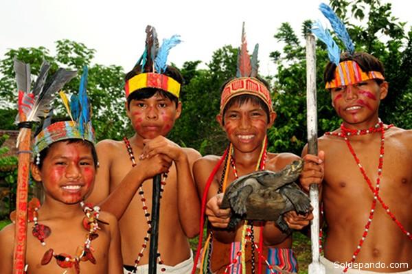 Los achuar son un pueblo indígena americano perteneciente a la familia jivaroana como los Shuar, Shiwiar, Awajunt y Wampis(Perú). Asentados en las riberas del río Pastaza, Huasaga y en las fronteras entre Ecuador y Perú.