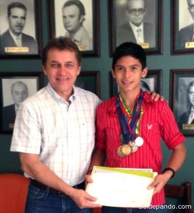 Luis Alberto Pinto junto al Presidente del Comité Cívico de Santa Cruz, Fernando Castedo.   Foto EjuTV