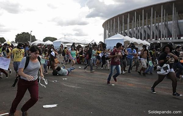 Los disturbios comenzaron frente a una estación de metro próxima al estadio una media hora del inicio del partido entre México e Italia.