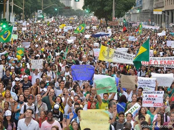 La elevación de las tarifas de transporte público fue el detonante para que millones de brasileños salgan a las calles a demandar mayor presupuesto para salud, educación seguridad.