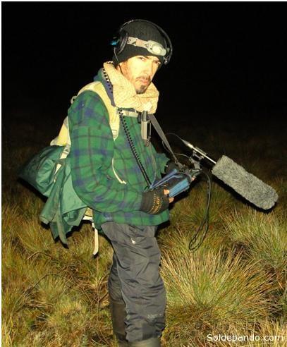 El herpetólogo peruano Pablo Venegas, estudia los declives poblacionales en lagartijas a causa de la perdida de hábitat.