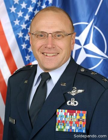 Andrew M. Mueller, Comandante de la fuerza AEWC E-3A de la OTAN.