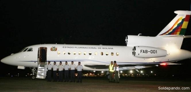 Cuando retornaba a Bolivia procedente de Moscú, donde Morales participó en una cumbre de países exportadores de gas, el avión presidencial fue impedido de pasar y bajar en Francia, Portugal y, más tarde, en Italia. Cerca de Francia, a una hora de vuelo, el avión, que llevaba más de 3 y media horas en el aire debió reprogramar su itinerario y aterrizar de emergencia en Viena. | Foto ANF