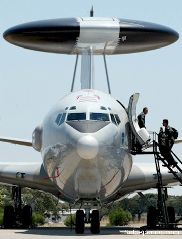 El Sentry 707-300, uno de los 17 aviones Boeing del grupo E-3A reacondicionados con radares de control y vigilancia aérea en territorio de la OTAN.   Foto Archivo Datos & Análisis