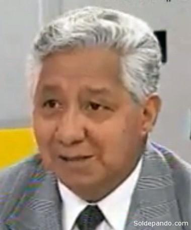 """IN MEMORIAM El destacado comunicador Fortunato Esquivel Arancibia falleció en la madrugada de este jueves (4 de julio, 2013) en la ciudad de La Paz, tras haber soportado una prolongada enfermedad terminal que lo aquejó durante mucho tiempo.   Viejo periodista, de la época de oro de la radiodifusión boliviana, Esquivel condujo El Chasqui Radial, de Radio Cruz del Sur de La Paz, cuando ese informativo era """"un verdadero referente noticioso en el país"""", según recuerdan sus colegas.   """"Lo conocí cuando él trabajaba en Radio Santa Cruz y luego coincidimos en la desaparecida Agencia de Noticias Erbol. Buen amigo, locutor de los antiguos, con la vos impostada hasta cuando hacía chistes, señaló su excompañero de trabajo Guimer Zambrana.   El fallecido periodista trabajó en Radio Illimani, formó parte de las redacciones de los periódicos Presencia, La Razón y El Diario, fue jefe de redacción de la exagencia de Noticias Erbol, estuvo en otras redacciones nacionales como Jatha y ABI, y las acreditadas agencias internacionales Reuters, ANSA y EFE.     Esquivel destacó en la lucha de los derechos fundamentales de las personas y fue uno de los más tenaces combatientes contras las dictaduras, desde el lugar que se encontraba, según su pareja Elena Heredia.   """"En estos momentos en que la vida se le escapa, acompañemos a Fortunato con una oración desde el lugar en que nos encontremos, por ser una persona que lo dio todo por la profesión más linda del mundo y la más difícil; porque el buen periodismo es así, como lo dijo Luís Espinal,  El periodismo es gastar la vida en bien de los demás"""", agregó Heredia. (ERBOL)."""