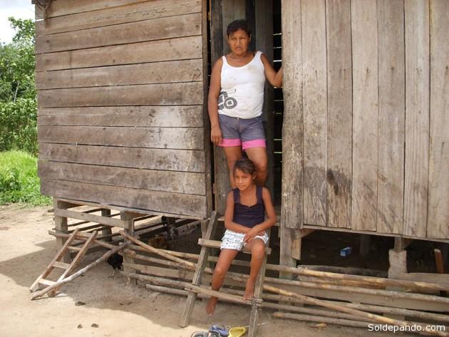 Los Machineri y Yaminahua comparten una pequeña TCO en el municipio de Bolpebra, bajo condiciones de permanente abandono. Es el grupo más diezmado, en especial después del  desborde del río Acre en febrero del 2012, que les obligó a huir hacia el Brasil, territorio al que también pertenecen ancestralmente.   Foto Silvia Antelo Aguilar.