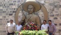 Uno de los homenajes a Emiliano Zapata a lo largo de territorio mexicano, en Izucar de Matamoros, Puebla, con la presencia del bisnieto del General revlucionario en el aniversario de su muerte. | Foto Fundación Zapata y los Herederos de la Revolución